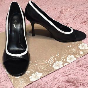 Retro peep toe black shoe sz 9.5